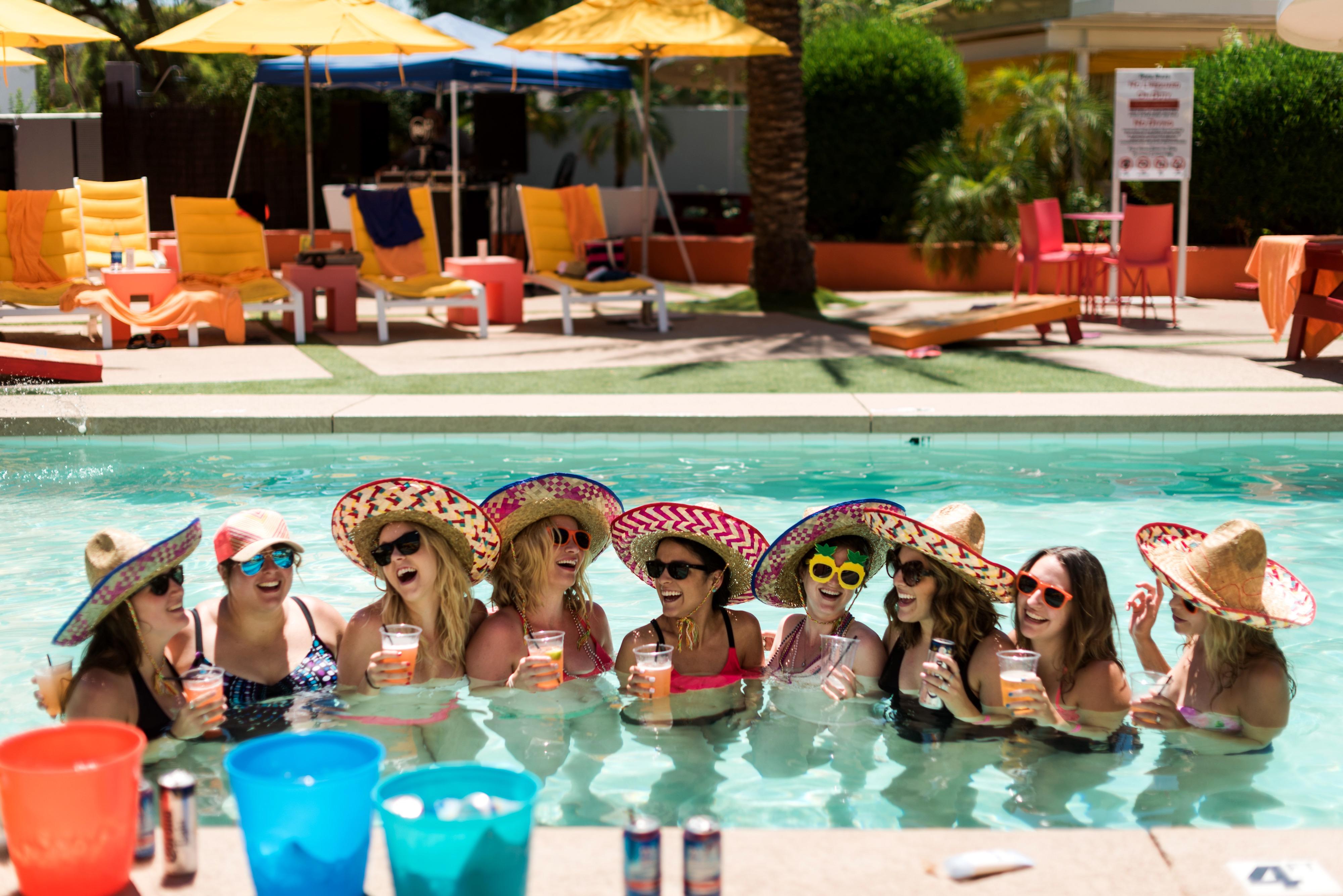 Картинки как устроить вечеринку возле бассейна порно домашнее смотреть
